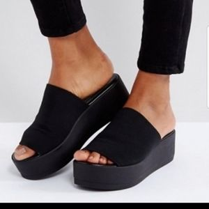!ISO! SHELBIE WEDGE SANDAL